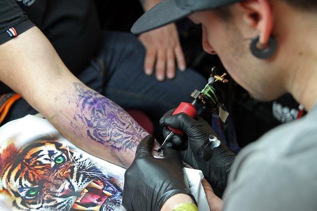 Tattoo mangelhaft – Tätowierer muss Gelegenheit zur Nachbesserung erhalten